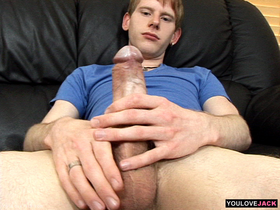 Wide male pee holes
